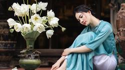 Diện áo dài chụp ảnh cùng sen, thiếu nữ Hà thành đẹp như một bức tranh