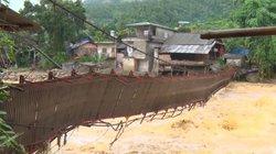 Clip: Cận cảnh lũ quét ở Lào Cai làm lật cầu treo, cô lập trăm hộ