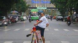 """Ảnh: Người Hà Nội """"vượt rào"""" qua công trường ga metro Nhổn - ga Hà Nội"""
