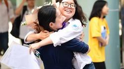 Những hình ảnh xúc động thi THPT quốc gia 2019: Từ hồi hộp cầu nguyện tới vỡ òa sung sướng