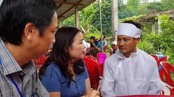 Bộ trưởng Phùng Xuân Nhạ chia buồn với gia đình cán bộ coi thi tử vong