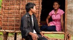 Cha mẹ dựng lều cho con gái ở riêng, thoải mái với đàn ông trước khi lấy chồng