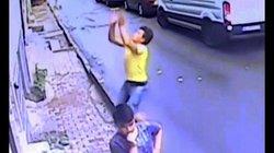Video: Khoảnh khắc người hùng 17 tuổi đỡ bé gái rơi từ tầng 2 ở Thổ Nhĩ Kỳ