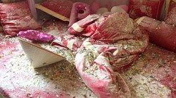 Cô dâu bức xúc vì giường cưới bị bạn chú rể phá tan tành
