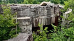 Bất ngờ phát hiện 2 hầm trú ẩn hạt nhân bí mật trong rừng sâu