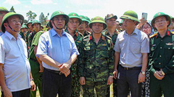 Trưởng ban Tổ chức T.Ư tới hiện trường, chỉ đạo chữa cháy rừng ở Hà Tĩnh