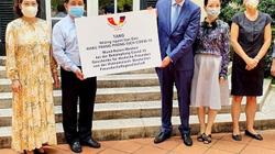 Các tổ chức, cá nhân ở Việt Nam tặng hàng trăm nghìn khẩu trang cho Đức, Pháp