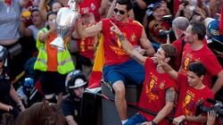 Tây Ban Nha diễu hành mừng chức vô địch