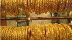 Hàng trăm công nhân bán vàng vì tin đồn