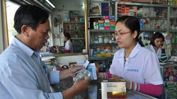 Giá thuốc tăng mạnh: Người bệnh còng lưng gánh chi phí
