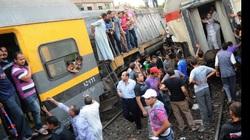 Đụng vật lạ, tàu hỏa trật bánh, 15 người bị thương