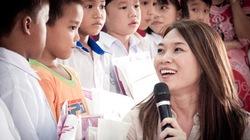 Mỹ Tâm giản dị đi từ thiện ở miền Trung