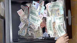 Osin mở tủ chủ nhà, trộm hàng trăm triệu