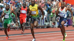 """""""Tia chớp"""" Usain Bolt giành vé vào bán kết"""