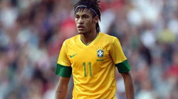 "Neymar tố CĐV Anh ""chơi xấu"""