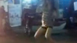 Clip thiếu nữ uốn éo nhảy, lắc điên cuồng trước xe bồn