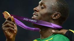 """""""Tia chớp"""" Bolt đi vào lịch sử với HCV chạy 200m"""