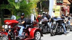 Đón dâu bằng Limousine và siêu mô tô xôn xao Sài Gòn