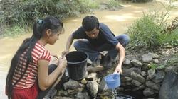 Khốn khổ sống cùng nguồn nước ô nhiễm bên khe Xì Vàng