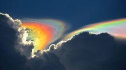 Cầu vồng lửa tuyệt đẹp xuất hiện bất ngờ trên bầu trời Mỹ