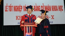 Cô gái khuyết tật người Mông tốt nghiệp ĐH loại Giỏi