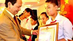 Ấm nồng lễ trao quỹ khuyến tài Đào Hồng Tuyển