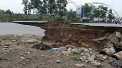 """""""Hố tử thần"""" ở Lê Văn Lương: Nguyên nhân do... mưa lớn"""