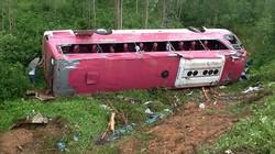 Xe chở 45 phật tử lao xuống vực, 3 người tử nạn