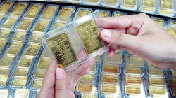 Giá vàng, chứng khoán diễn biến trái chiều