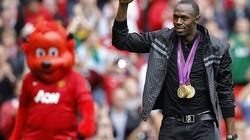 Usain Bolt mang HCV tới sân Old Trafford