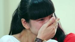 Đi từ thiện, siêu mẫu Hạ Vy ôm mặt khóc nức nở