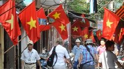 Lễ 2.9: Hà Nội rực sắc cờ đỏ, rộn rã phố phường