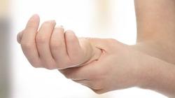Tê tay có thể là dấu hiệu bệnh