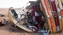 Xe buýt đâm đá tảng, 19 người thiệt mạng