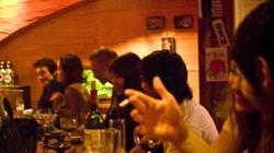 """Uống rượu ra tiền - nghề """"vượng"""" của thiếu nữ Nhật"""