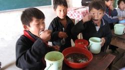 """Năm học 2012 - 2013: """"3 đủ"""" cho trò nghèo"""