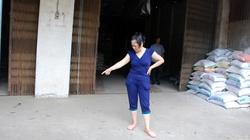 """Hà Nội: """"Khủng bố"""" bằng vòng hoa tang"""
