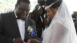 Thủ tướng lách luật cấm nhiều vợ