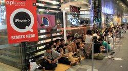 Người Việt ở Singapore rồng rắn mua iPhone 5