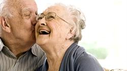Vì sao phụ nữ sống lâu hơn nam giới?