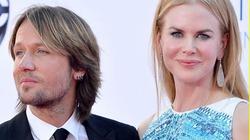 Vợ cũ Tom Cruise cười tươi rói, rạng rỡ bên chồng