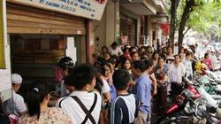 Vì sao người dân vẫn xếp hàng mua bánh trung thu truyền thống?