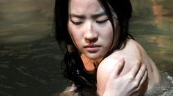 Lưu Diệc Phi tắm nude, bị đánh bầm dập