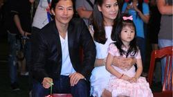 Gia đình Trương Ngọc Ánh tặng quà trẻ kém may mắn