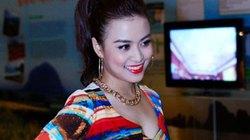 Hoàng Thùy Linh gợi cảm với mốt crop top loè loẹt