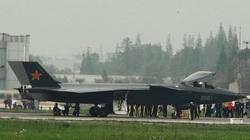 Trung Quốc thử nghiệm tiêm kích J-20 trong tình huống nguy cấp