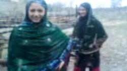 Ba mẹ con bị bắn chết vì nhảy múa dưới mưa