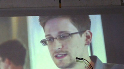 Edward Snowden từ chối yêu cầu của Putin