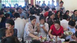 Khắp nơi hỗ trợ cơm miễn phí cho thí sinh và người nhà