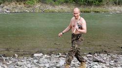 Sau ly hôn, Putin tươi cười xuất hiện trên tạp chí đàn ông chưa vợ